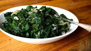 Braised kale with garlic recipe