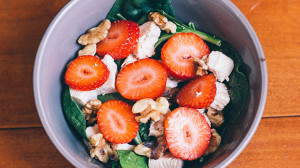 Spinach Salad with Strawberries and Walnuts