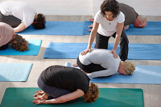 5-steps-to-becoming-yoga-instructor-in-article_325x216