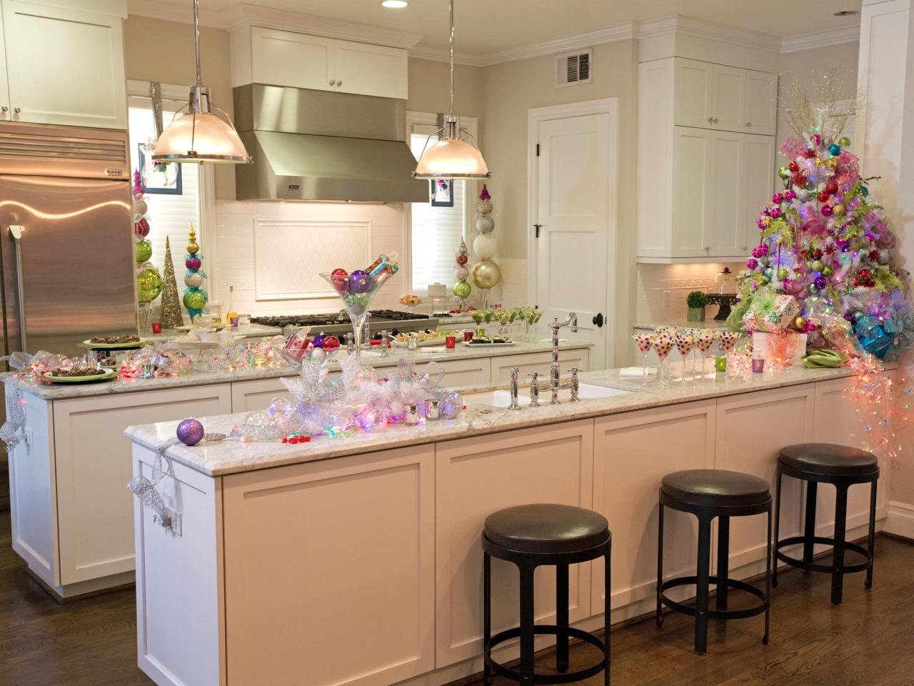 8 perfectly decorated holiday kitchens shakeology for Christmas decorating kitchen cabinets