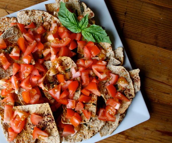 Tomato-thyme pita crisps