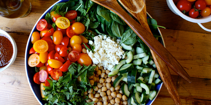 Spinach Salad With Quinoa Chickpeas And Paprika Dressing The