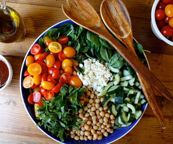 Spinach Salad with Quinoa, Garbanzo Beans, and Paprika Dressing