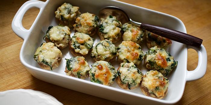 Spinach and Cheese Stuffed Mushrooms | BeachbodyBlog.com