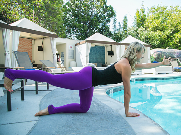 6-Yoga-Poses-For-a-Better-Butt-HandsKneesLegLift