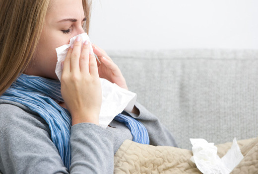5 ways to ward off a cold woman blowing nose