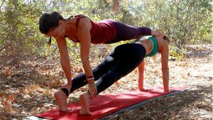 10 hot acrobatic yoga moves  the beachbody blog