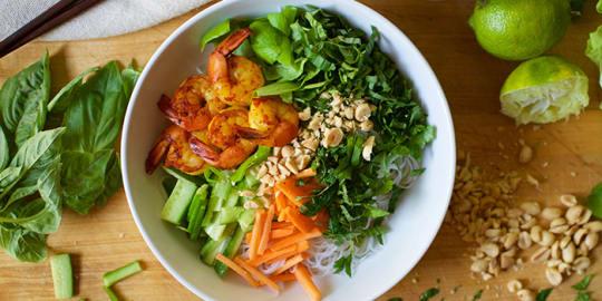 Shrimp Noodle Bowl Recipe | BeachbodyBlog.com