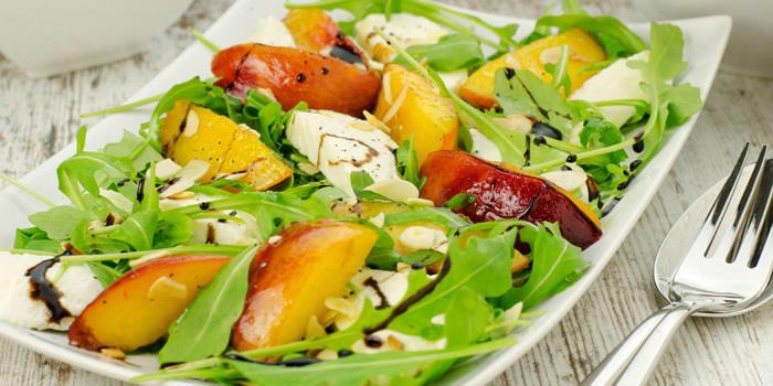 Arugula Salad with Peaches and Mozzarella   BeachbodyBlog.com