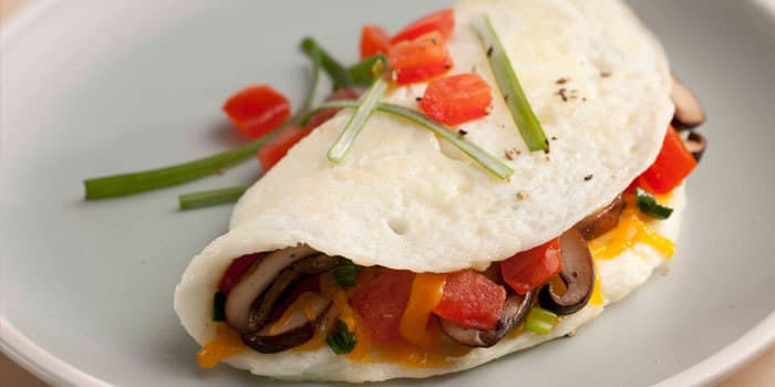 Healthy egg white omelet recipe with mushrooms, tomatoes, and cheddar ...