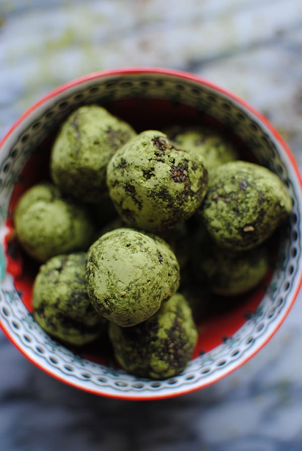 Chocolate Matcha Energy Balls | BeachbodyBlog.com