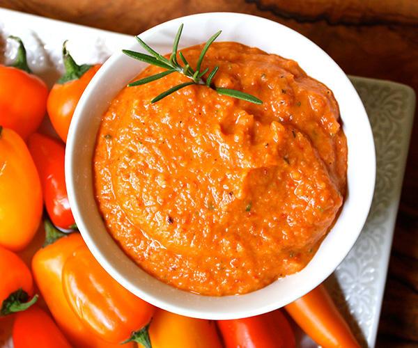 White Bean and Roasted Red Pepper Hummus | BeachbodyBlog.com