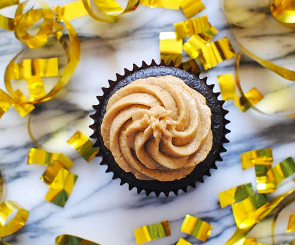 Flourless Brownie Cupcakes With Peanut Butter Frosting | BeachbodyBlog ...