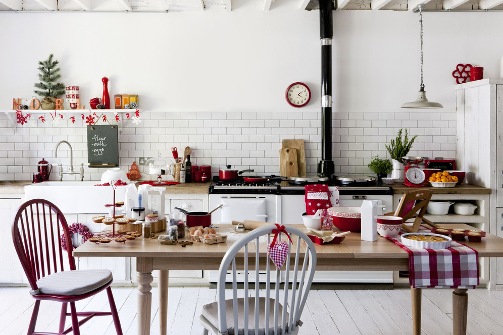 8 perfectly decorated holiday kitchens shakeology for Christmas decorating ideas for your kitchen