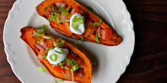 Sweet-Potato-Skins-Turkey-Bacon-Tomatoes_r2assi