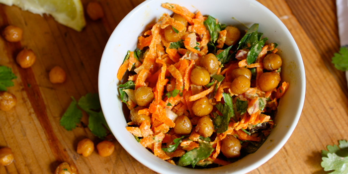 Carrot-and-Spiced-Chickpea-Salad_kro2uo