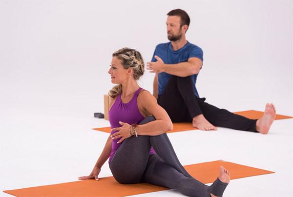 9-Yoga-Stretches-to-Improve-Flexibility-Twist
